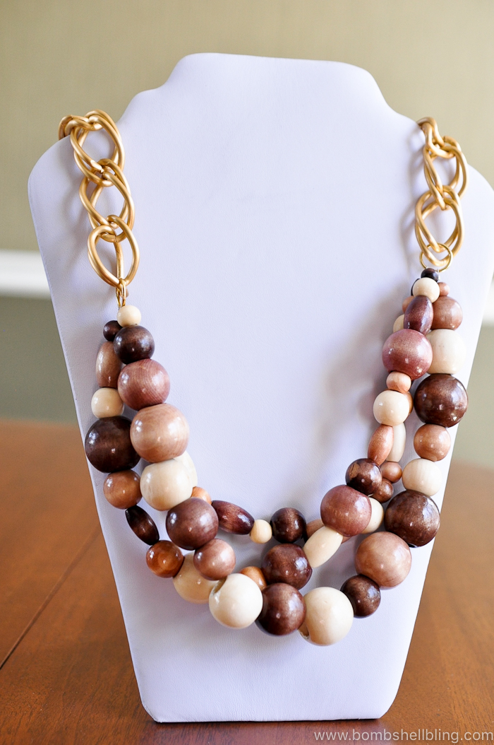 This tutorial will help you make this beautiful and unique wooden statement necklace. Chunky and fun, it is a perfect addition to your wardrobe and will match almost anything!