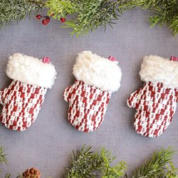 Mini Mitten Christmas Ornament Tutorial