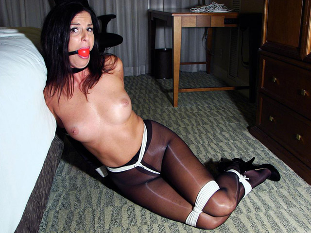 Horny Girlfriend enjoys tight Rope Bondage in Pantyhose
