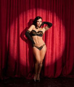 Burlesque Dancer Angie Pontani