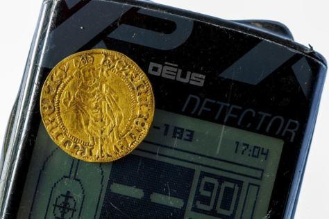 Guldmønt på Deus på lysbord