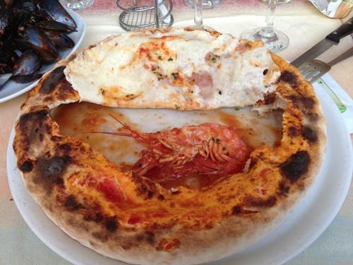 Spaghetti allo scoglio in pizza