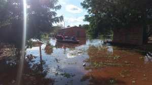Casa sofre enchente em Miranda