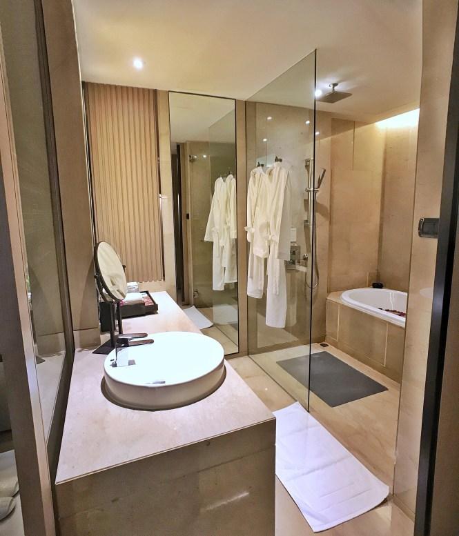 Okura Prestige Bangkok bathroom