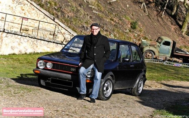 Jérôme THIERRY de Bonjourlavieille.com devant sa Golf GTI 1800 MK1 de 1982 au Fort de Cormeilles-en-Parisis