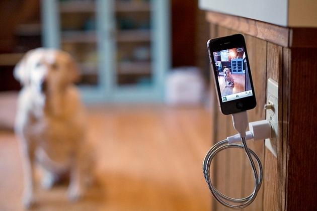 Une Bobine - ChargingSync Cable and Flexible Stand for iPhone (4)