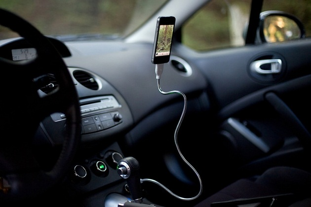 Une Bobine - ChargingSync Cable and Flexible Stand for iPhone (3)