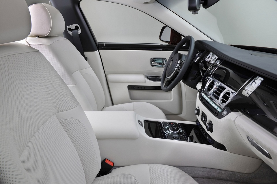 Rolls-Royce One Thousand and One Nights Bespoke Ghost Collection (4)