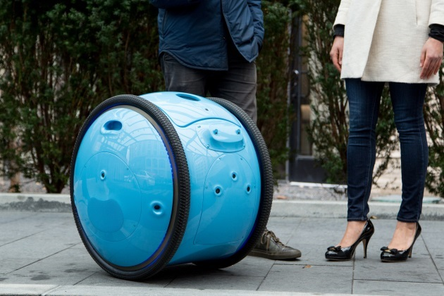 Piaggio s New Cargo Robot Gita will Now Carry Your Luggage (4)