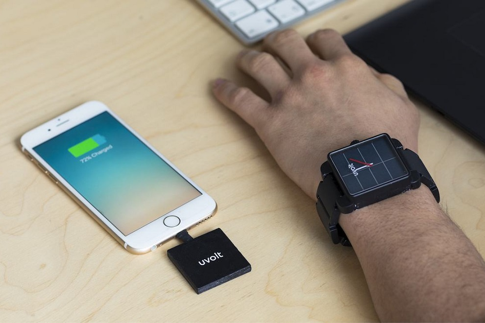 Uvolt Watch Brings Clean Energy to Your Phone Anywhere Anytime (4)