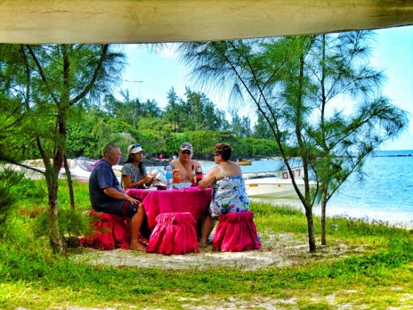 Lunch on Ile aux Cerfs