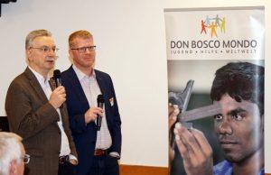 Ein gutes Beispiel dafür, dass Netzwerke eine verknüpfte Vielfalt mit vielfältigen Verknüpfungen sind: Oliver Haas, Leiter des Sektorvorhabens Berufliche Bildung bei der GIZ in der Diskussion mit Pater Clemens Schliermann SDB, Missionsprokurator Don Bosco Mission Bonn