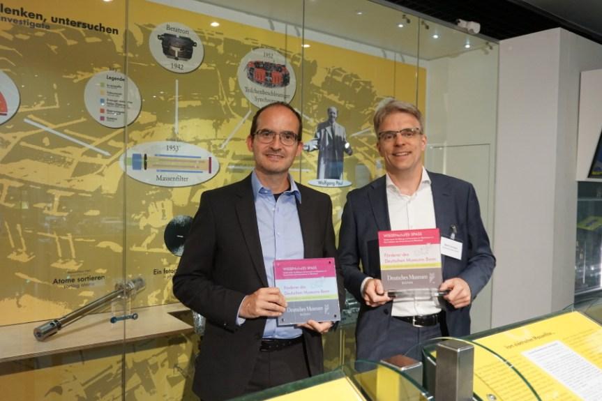 """CTO Martin Bernemann und CEO Martin Schulze als Mitglieder des Fördervereins """"WISSENschaf(f)t SPASS"""" im Deutschen Museum Bonn"""