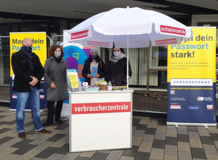 """Kampagne """"Mach dein Passwort stark!"""": Bonner Polizei informierte Interessierte in Tannenbusch"""