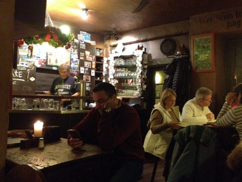Restaurante Schnitzelbank em Heidelberg na Alemanha