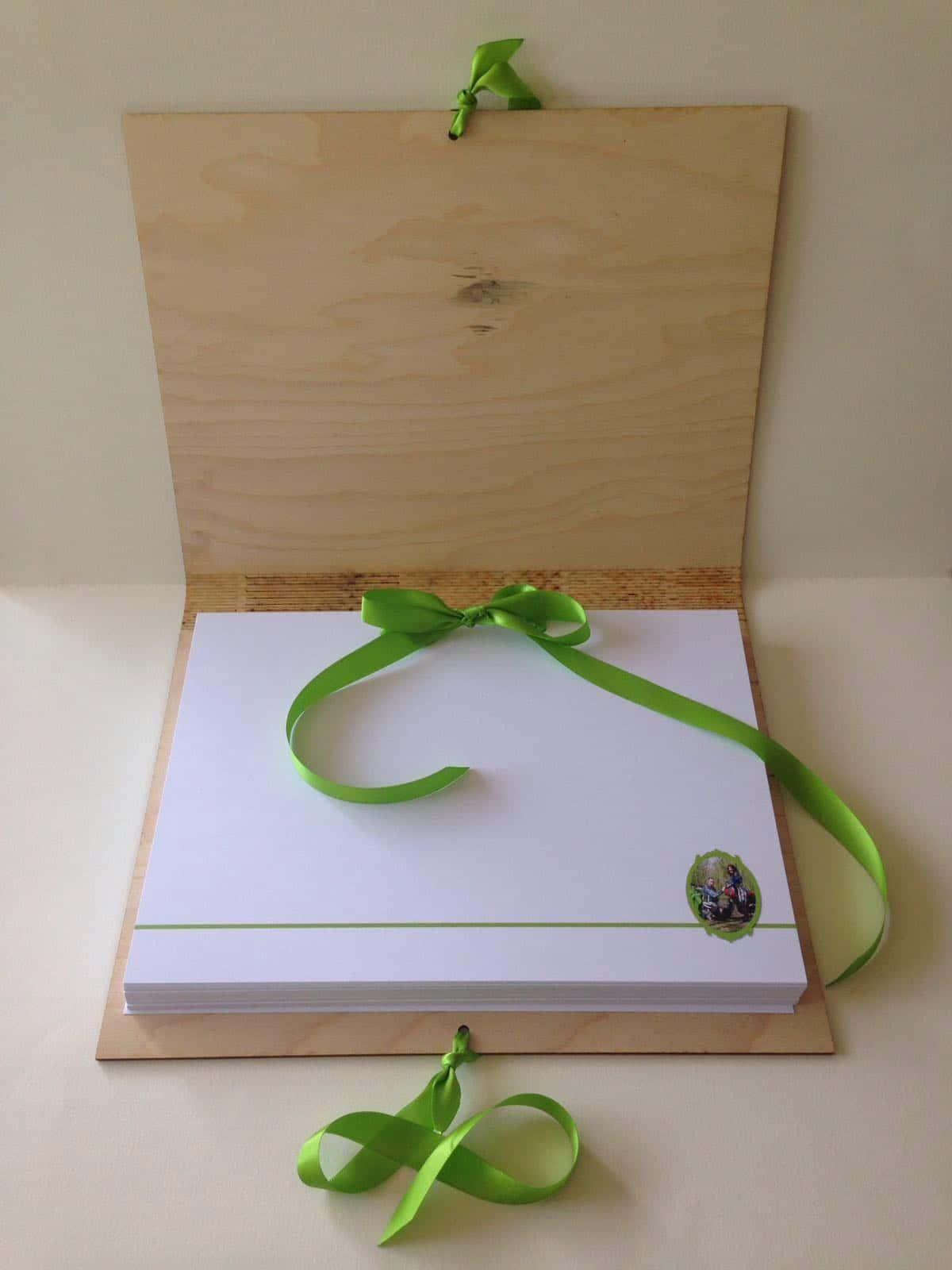 houten gastenboek groen