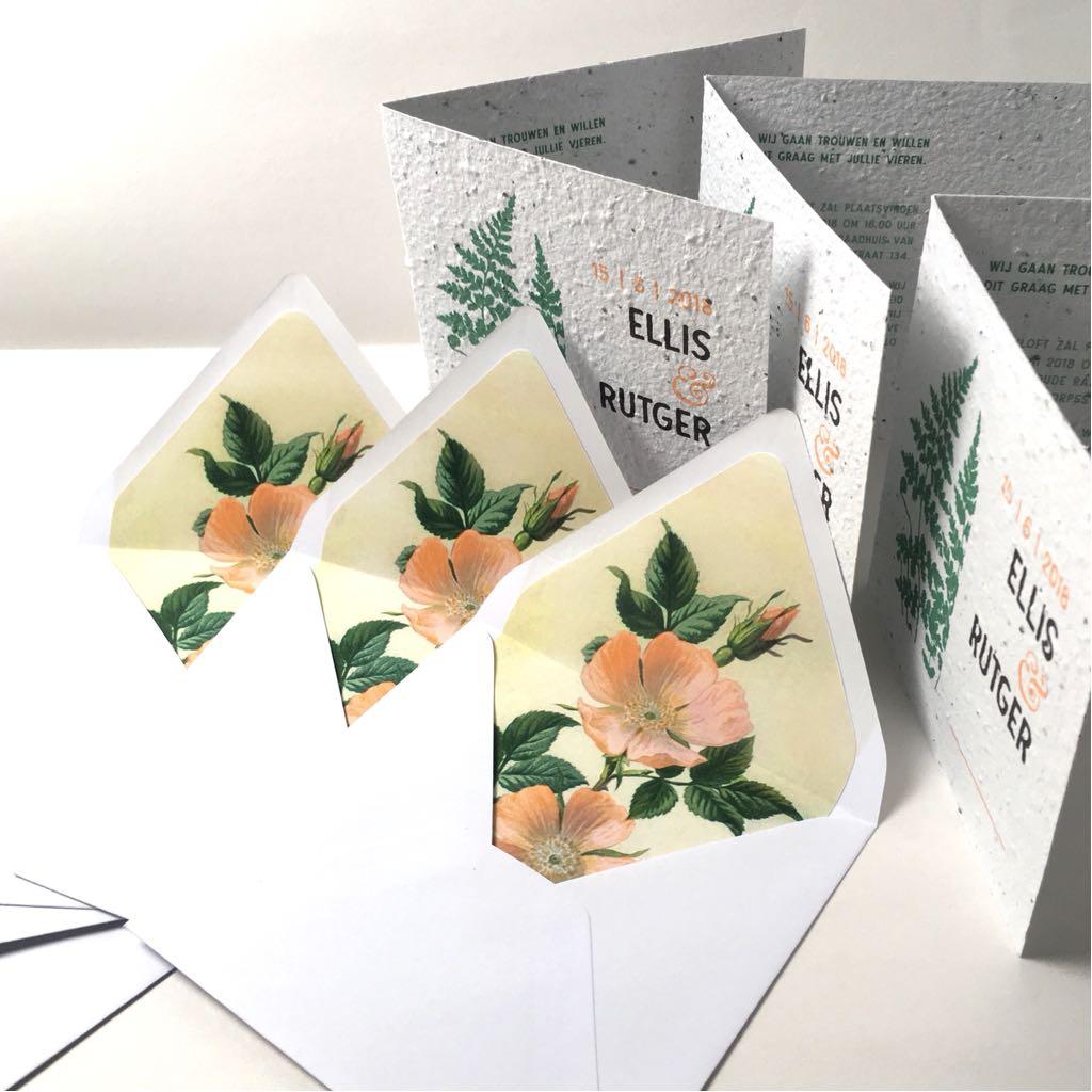 enveloppen met bloemmotief binnenkant