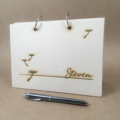 houten condoleanceboek met naam