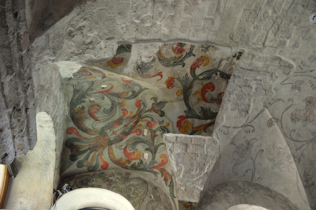 You can see how difficult it must be to restore these 17th century ceilings once they've crumbled...but oh, look how lovely it's going to look!