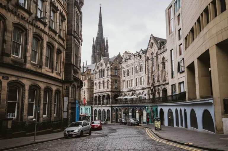 The Ultimate Edinburgh Travel Guide