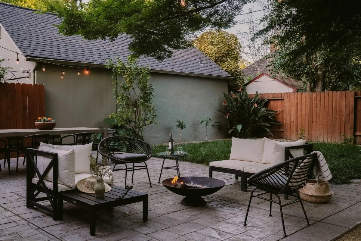 Turning Our Back Patio into a Modern Outdoor Oasis - Bon ... on Modern Back Patio id=97493