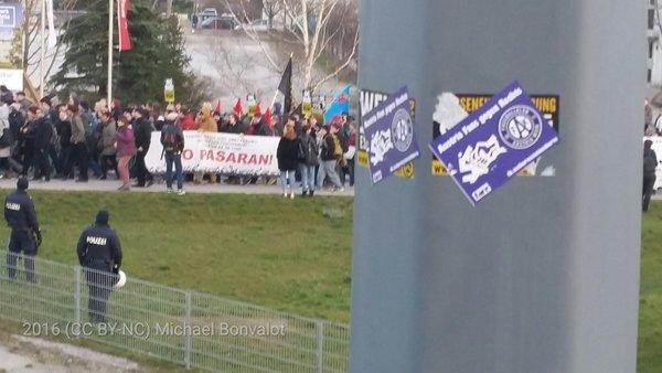 Offenbar auch antifaschistische Austria-Fans heute bei #liesingfüralle