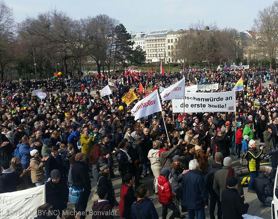 Rund 6000 Menschen gingen heute in Wien für die Rechte von Flüchtlingen auf die Straße.