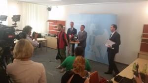 Protestaktion bei der Vorstellung der rot-blauen Regierung im Burgenland