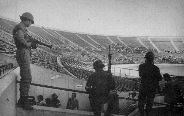 Das improvisierte Konzentrationslager im Stadion von Santiago de Chile