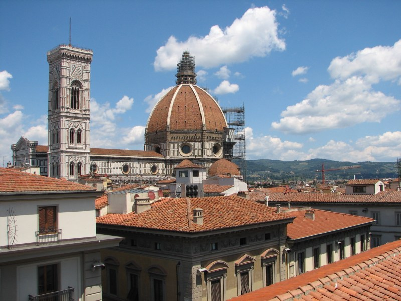 SAVVY TIPS: For a superb view of Firenze, go shopping!