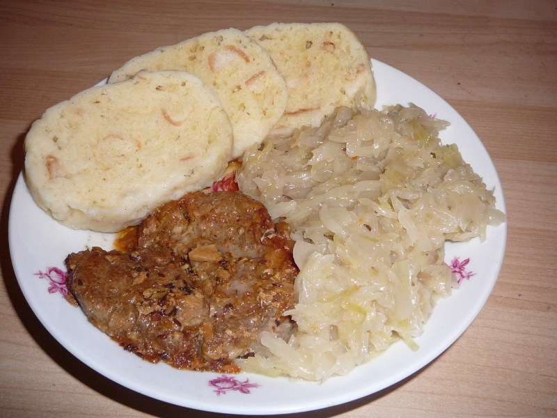 BEST of Czech Republic food : Vepro-Knedlo-Zelo !