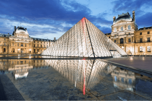 multicultural-educational-activities-students-louvre