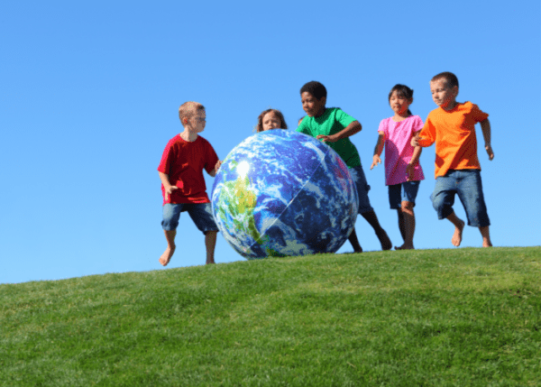 kids-games-from-around-the-world-globe-kids-running