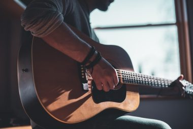 5 Simple Business Ideas To Make A Fortune With Guitar