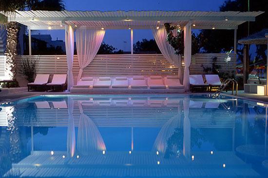 bellonias_villas_pool_at_night