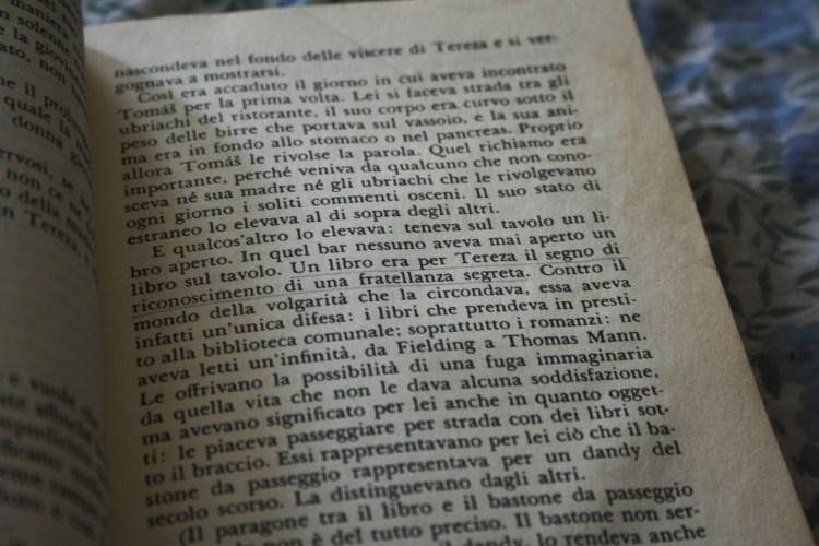 """Book-tique """"Un libro era per Tereza il segno di riconoscimento di una fratellanza segreta. Contro il mondo della volgarità che la circondava,"""""""