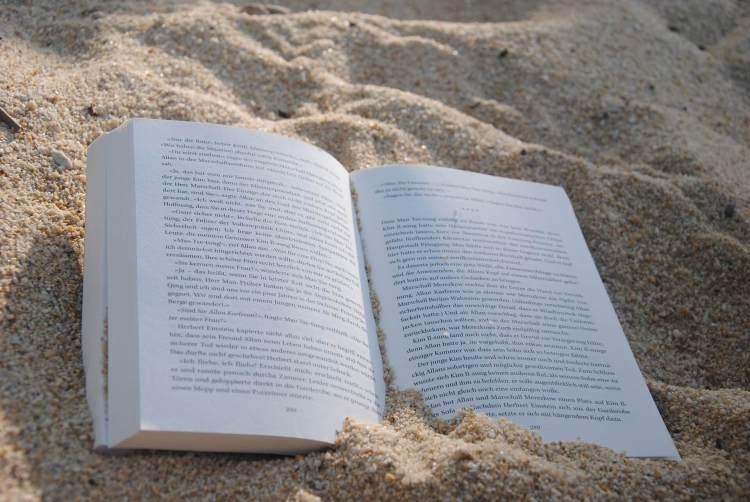 Vacanze 2017, BOOk-tique consiglia sette libri da mettere in valigia