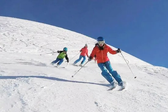 Children's Group ski lessons in Chamonix