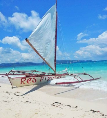 Red Pirates paraw sailboat