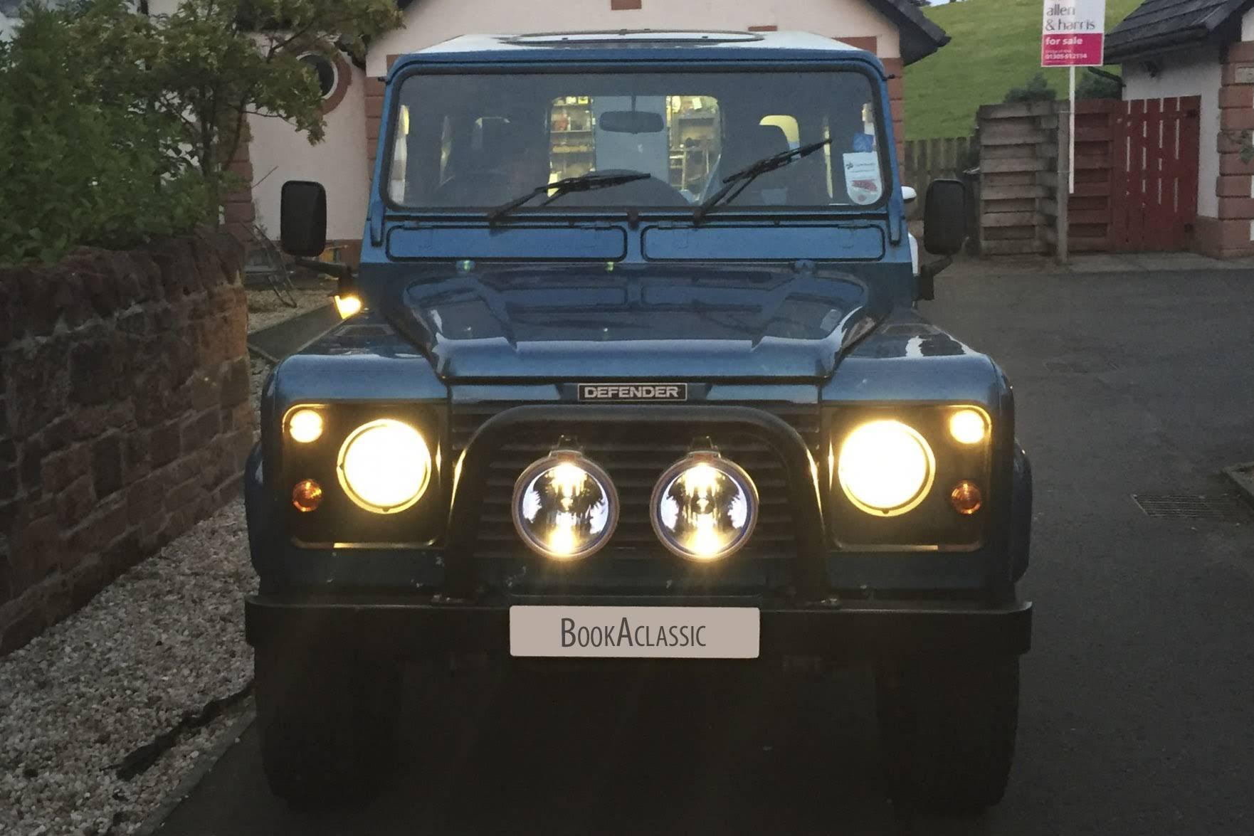 Land Rover Defender 90 BookAclassic