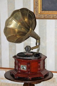 old-gramophone