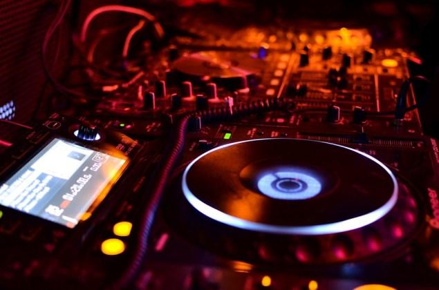 DJ Vibe Mixing table