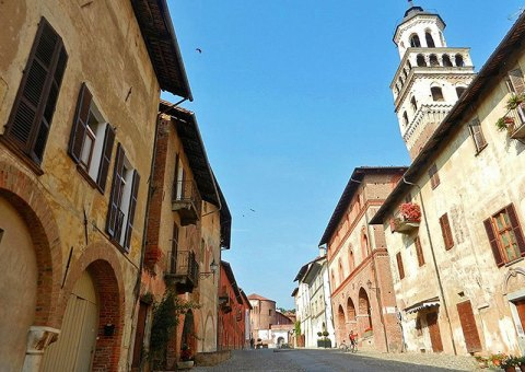 Saluzzo - La salita che porta al Castello di Geobia