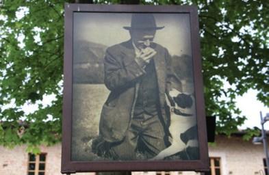 Antonio Monchiero e il suo cane da tartufi storia del tartufo bianco di alba booking piemonte edizioni del capricorno