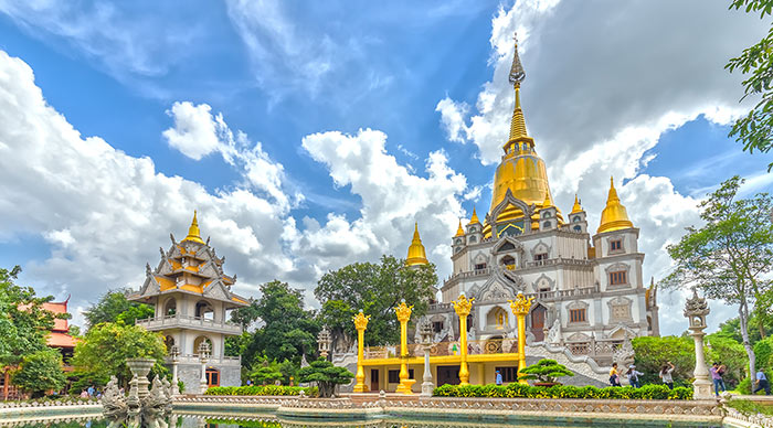 Buu Long Buddhist temple, pagoda expressed in many cultures Buddhism currently in Ho Chi Minh City, Vietnam