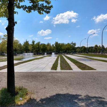 Vorplatz Kanzleramt mit Springbrunnen