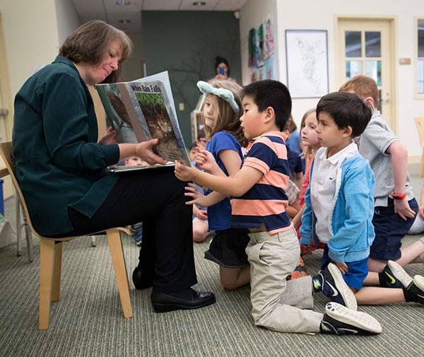 author Melissa Stewart reading When Rain Falls with a kindergarten class