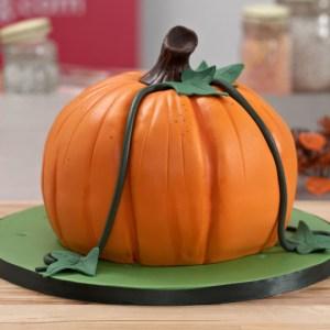 Halloween zhaped Pumpkin Cake