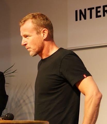 Prasówka: Jo Nesbø o pracy pisarza i piłkarza