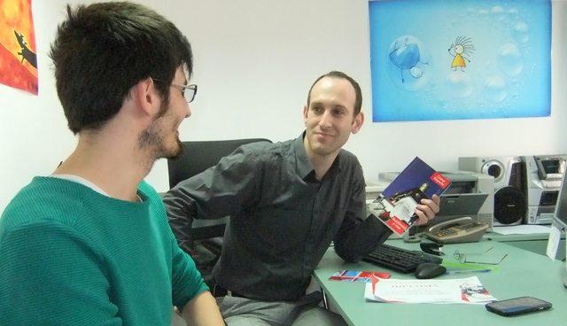 Foto: la birou împreună cu şeful meu, Victor Scrima, dir. de marketing.